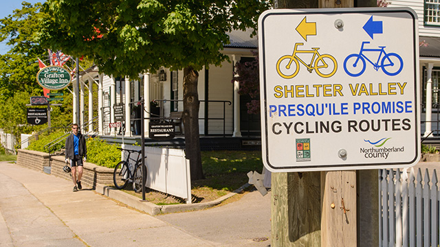 Shelter Valley cycling sign with Grafton Village Inn in background